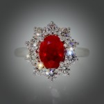 Bague or gris, rubis entourage diamants