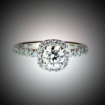 Bague or blanc, diamant entouré de diamants, anneau avec diamants, bijoutier, joaillier, Rey-Coquais, Lyon