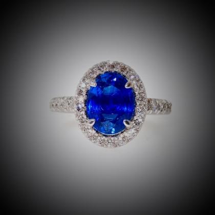 Bague or blanc, saphir ovale entouré de diamants, anneau avec diamants, bijoutier, joaillier, Rey-Coquais, Lyon