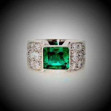 Bague or blanc, émeraude et pavage de diamants,  bijoutier, joaillier, Rey-Coquais