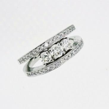 Bague avec trois diamants au centre et double anneaux avec diamants, bijoutier, joaillier, Rey-Coquais, Lyon